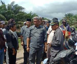 Anggota DPRK Nagan Raya Dihadang Masuk Area Perkebunan PT. Fajar Baizury