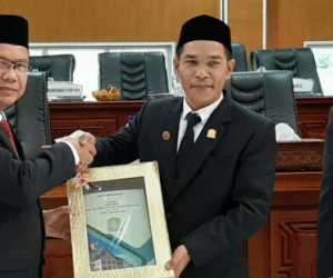 Sekda Aceh Jaya Serahkan Dokumen R-APBK 2020 ke Dewan