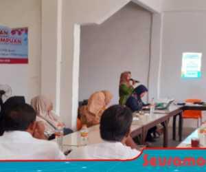 Hj. Puji Hartini, Menjadi Nara-Sumber di Acara Pertemuan Pekerja Perempuan