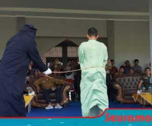 Di Nagan Raya, Delapan Terpidana Maisir Jalani Hukuman Cambuk