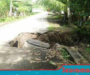 Akibat Dilalui Kenderaan Pembawa Aspal, Jalan Ulee Pulo Nyaris Putus