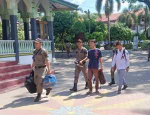 Sedang Asik Karoke Pada Jam Sekolah, Dua Siswa Diamankan Satpol PP