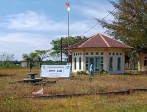 Komplek Gedung SKB Abdya Dipenuhi Rumput Liar