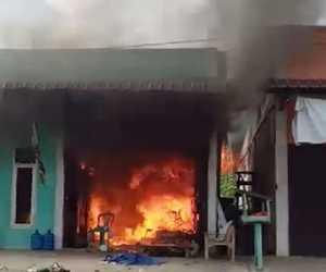 Diduga Korsleting Listrik, Dua Ruko Terbakar di Abdya