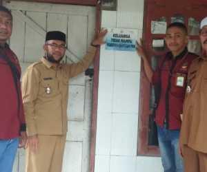 Dinsos Abdya, Pasang Stiker Keluarga Kurang Mampu di Rumah Peserta PKH