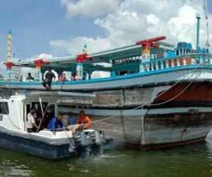Diduga Kerusakan Mesin, Kapal dan 14 WNA terdampar di Aceh Barat