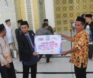 Yayasan Islamic Center Jakarta Waqafkan 5 Ribu Alquran Untuk Mesjid Agung Abdya