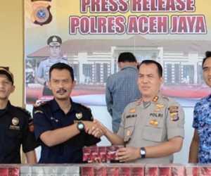 Edar Rokok Tampa Cukai, Warga Aceh Barat Ditangkap di Aceh Jaya