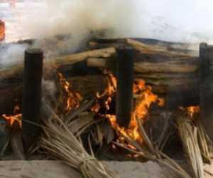 Cegah Resiko Penyebaran: Korban Covid-19 Dibakar, Umat Muslim Menolak
