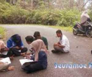 SOMBEP Aceh Barat: Menyedihkan Mahasiswa Beutoung Kuliah di Jalan
