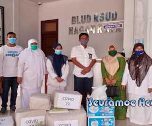 Hj. Puji Hartini Sumbang APD dan Suplemen Untuk Tenaga Medis RSUD SIM