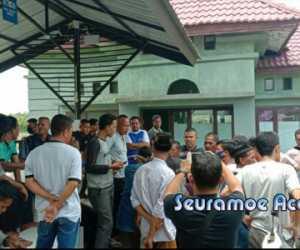 Warga Peulenteu Aceh Barat Demo ke Kantor Camat, Ini Tuntutannya