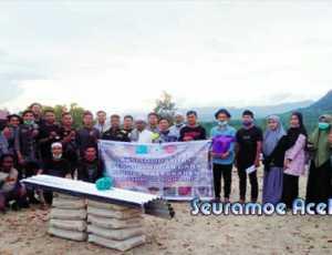 Pemuda dan Mahasiswa Salurkan Bantuan Untuk Pesantren Syaikhuna Trumon