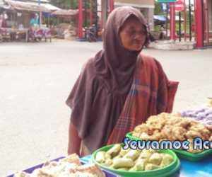 Diduga Alami Gangguan Jiwa, Perempuan Ini Ganggu Penjual Menu Berbuka