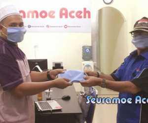 Puji dan Suami Serahkan Masker Kepada Krue Seuramoe Aceh