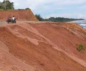 Ini Tanggapan LSM Terkait Tebing Jalan Menuju Wisata Aceh Jaya yang Longsor