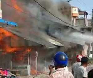 BREAKING NEWS - Sejumlah Rumah Terbakar di Meudang Ara Abdya
