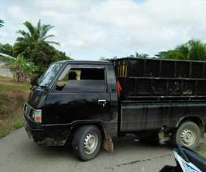 Warga Nagan Raya Usir Mobil Pick Up L-300 Pengangkut Babi