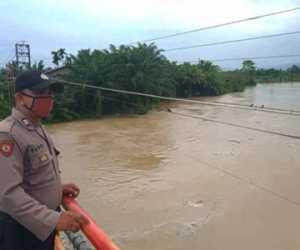 Curah Hujan Tinggi, Jajaran Polres Nagan Raya Pantau Debit Air Sungai
