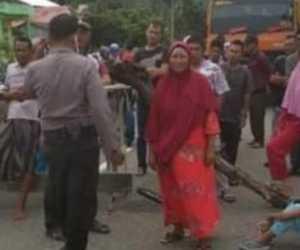 Berniat Dijumpai Plt Bupati, Masyarakat Aceh Selatan Blokir Jalan Nasional