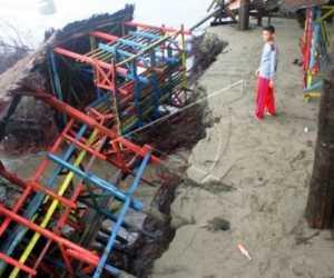 Abrasi Pantai Merusak Puluhan Pondok Kafe di Aceh Barat