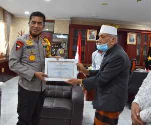 Kapolda Aceh Terima Penghargaan dari MPU