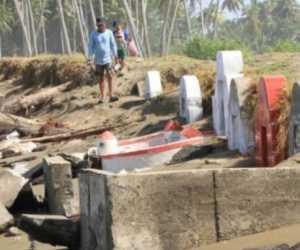 Akibat Terjangan Abrasi, Puluhan Kuburan Tionghoa di Aceh Barat Rusak
