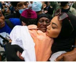 Polisi Australia Paksa Wanita Muslim Lepas Jilbab
