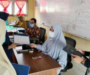 SMPN 2 Kuala Terapkan Protokol Kesehatan Saat Pembagian Raport
