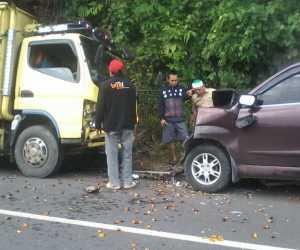 Hendak Menyalip Mobil, Xenia Hantam Truck LPG