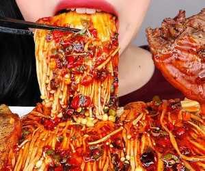 Dapat Berujung Kematian! Ini Fakta Jamur Enoki Asal Korea Selatan