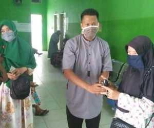 Komunitas Sedekah Koin Bagikan Makanan Gratis di RSUD Sultan Iskandar Muda
