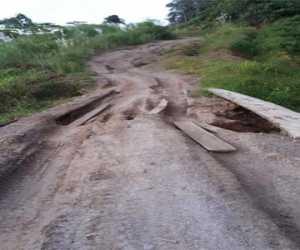 Jalan Desa Blang Baro Rambong Nagan Raya Rusak Parah