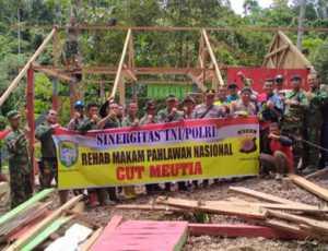 Rusak Tertimpa Pohon, Komplek Makam Cut Meutia Diperbaiki TNI-Polri