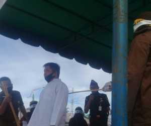 Enam Pelanggar Syariat Islam di Simeulue Jalani Hukuman Cambuk