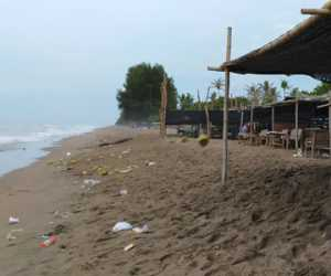 Objek Wisata Pantai Jomblang Bireuen Dipenuhi Sampah