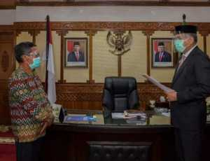 Gubernur Aceh Serahkan Surat Hibah PKS Ke Bupati Abdya