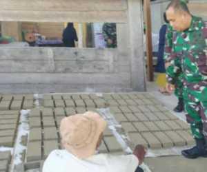 Dandim Simeulue Kunjungi Industri Batu Bata di Teupah Selatan