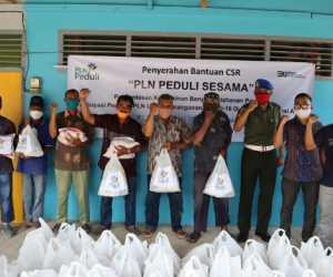 PLN Salurkan Sembako Untuk 130 Abang Becak di Abdya dan Aceh Selatan