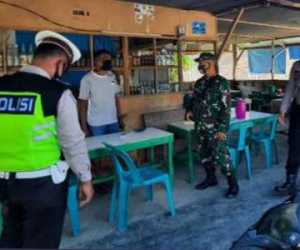 TNI-Polri Sosialisasi 3-M dan Protokol Kesehatan Sambil Bagi Masker