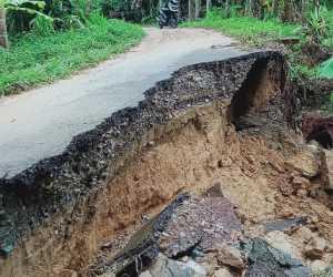 Jalan Penghubung Dua Desa di Abdya Ambruk di Terjang Banjir