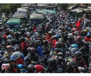 Tolak UU Ciptaker Ribuan Buruh Blokir Jalan, Tol Cileunyi Hampir Diambil Alih