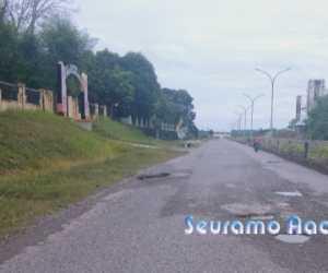 Jalan di Pusat Komplek Pemerintahan Nagan Raya Berlobang