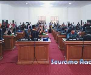 Tolak UU Cipta Kerja, Pengunjuk Rasa Duduki Ruang Sidang DPRK Nagan Raya