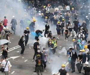 Hong Kong Tangkap 10.000 Orang Atas TuduhanMelakukan Kerusuhan Sosial