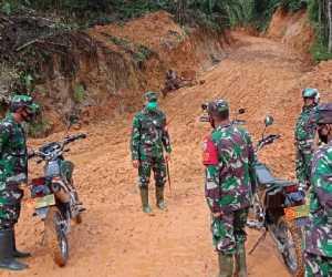 Tunggangi Trail, Dandim Abdya bersama Danrem Tinjau Kegiatan TMMD ke 109