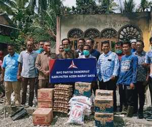 DPC Partai Demokrat Abdya Salurkan Bantuan Untuk Korban Kebakaran