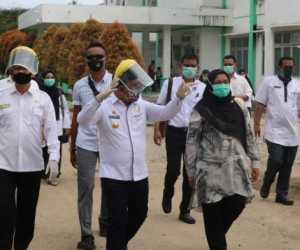 T Irfan TB Beri Semangat Kepada Tenaga Medis Yang Sedang Isolasi