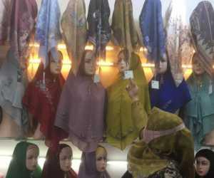 Jilbab Deenay Jadi Incaran Remaja Milenial Banda Aceh
