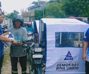 Abang Becak di Abdya Terima Bantuan Dari Partai Demokrat